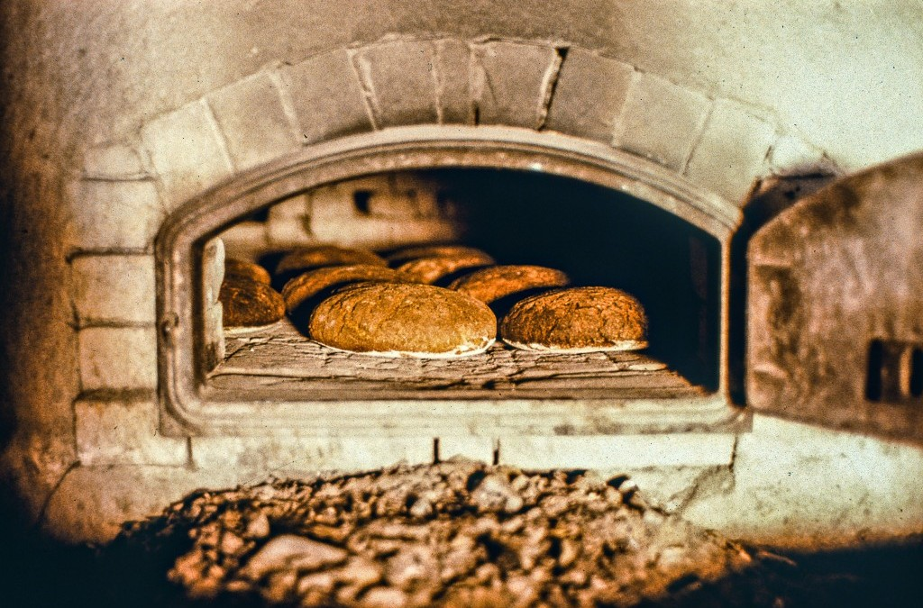 Video: Ruisleivän leivonta hapanjuureen