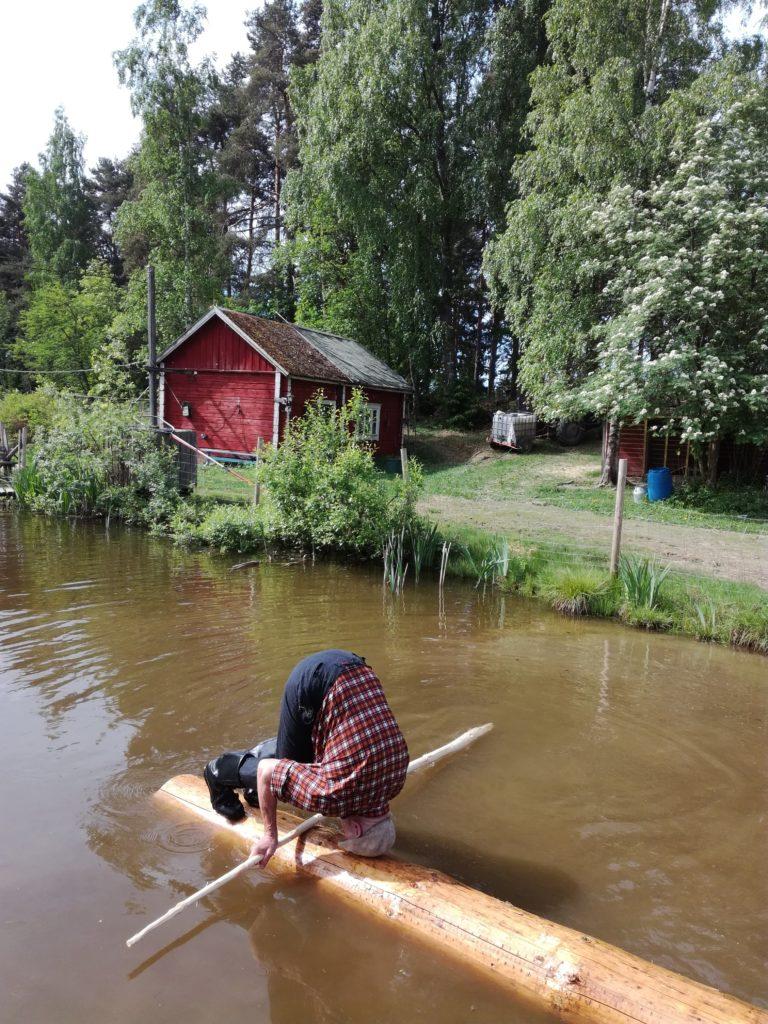 Ilkka Kyttälä Pirkka-Hämeen Jätkäperinne ry:stä esittelee taitojaan. Kuva: Maija L.
