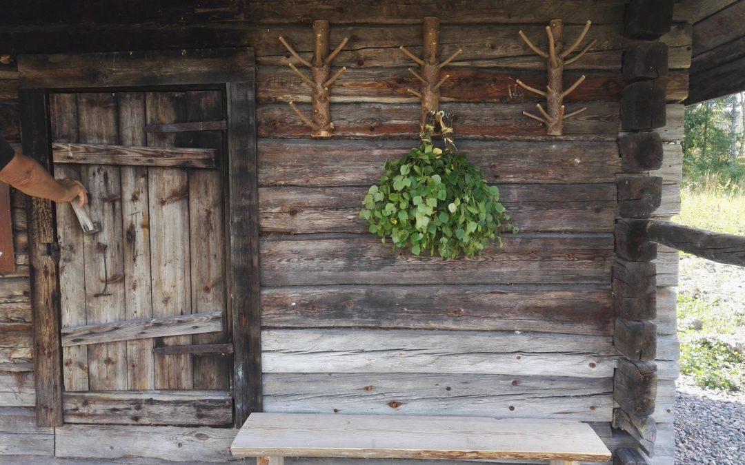 Kesäleirillä pelastettiin vanhoja saunoja