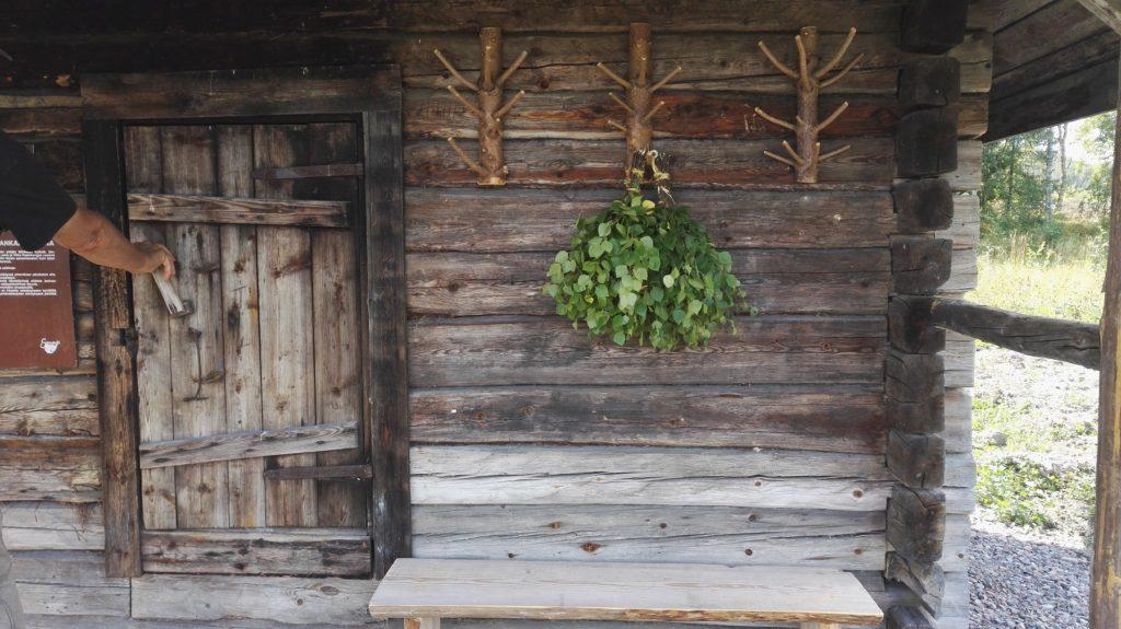 Varovasti ensimmäistä kertaa lämmitetty sauna antoi pehmeät ja lempeät löylyt.