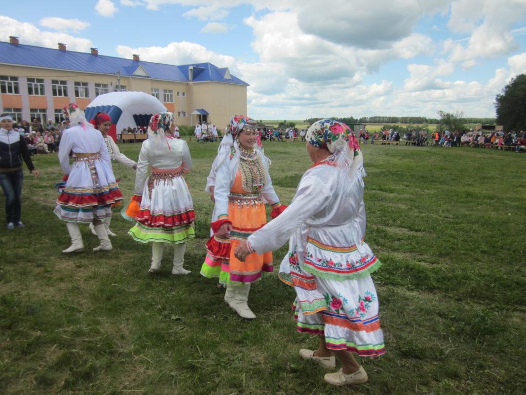 Marilaisia yleismarilaisilla festivaaleilla Tatarstanissa kesäkuussa 2015. Kuva Ildikó Lehtinen.
